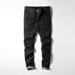 Muchachos pantalones negros flacos online-Pantalones vaqueros negros Pantalones hombres Pantalones vaqueros rasgados clásicos Hombres Hip Hop Pantalones vaqueros ajustados Chico Otoño Invierno Hombres vaqueros flacos Hombre
