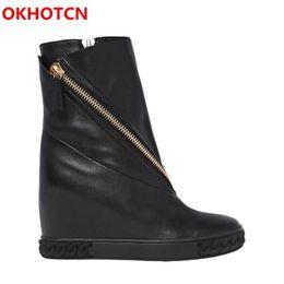 Zipper wedge casual on-line-OKHOTCN Mulheres Negras Sapatos Sneakers Mid-Calf Botas de Couro Genuíno Dedo Do Pé Redondo Zíperes Altura Crescente Casuais Cunhas Sapatos Barcos