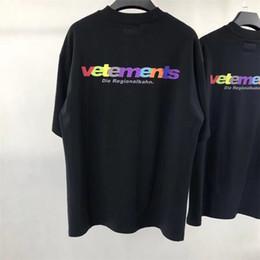 Uomini arcobaleno corto online-Vetements Moda t-shirt arcobaleno lettera manica corta di alta qualità uomini e donne coppie girocollo estate t-shirt in cotone S ~ XL HFBYTX027