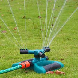 Ugello del tubo flessibile online-Garden Sprinkler Serie Tipo Irrigazione automatica Erba Prato 360 gradi Circle Rotating Water Sprinkler 3 Ugelli Three Arm Garden Pipe Hose