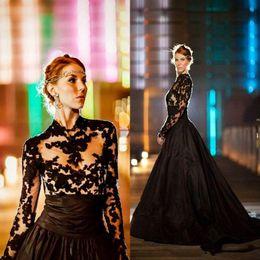 Robes longues de style gothique en Ligne-Style gothique vintage robes de mariée noires 2018 manches longues col haut dentelle tulle taffetas une ligne balayage train robes de mariée robe de marrie