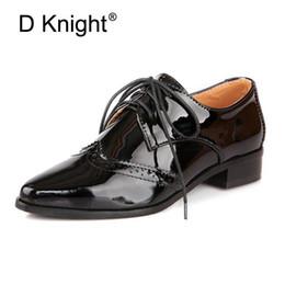 estilo oxfords nuevo estilo mujer Rebajas Nuevo 2018 Primavera Patentes de cuero en punta del dedo del pie puntiagudo con cordones planos Oxford zapatos para mujer moda Inglaterra estilo Oxfords tamaño 34-43