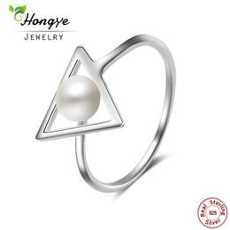 2019 anillo de plata de ley triangular Hongye 100% Anillos de Perlas Naturales 925 Sterling-silver-jewelry, Simple Triangle 6mm Anillo de Perlas de Agua Dulce, Regalo de Fiesta, Envío Gratis anillo de plata de ley triangular baratos