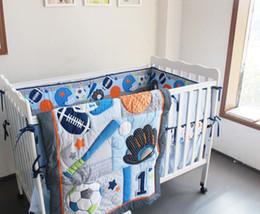 Wholedale 7Pcs Kinderbett Bettwäsche-Set Stickerei verlässt Fußball Hand Baseball Baby-Bettwäsche-Set enthält Baby Quilt Bett rund um usw. Kinderbett Bettwäsche-Set von Fabrikanten