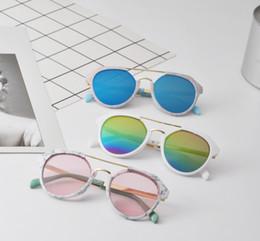 Designer enfants lunettes de soleil mode nouvelles filles garçons dazzle  couleur miroir lunettes de soleil enfants floral imprimé cadre plage  protection ... a7ae6a5f3317
