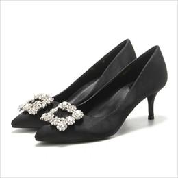 b350bd725 2018 Europa e nos Estados Unidos novo outono apontou sapatos de salto alto  das mulheres bem com boca rasa único sapatos quadrado fivela de strass