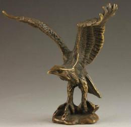 Aigle en laiton antique en Ligne-Livraison gratuite Chinois Vintage Antique En Laiton Handwork Artisanat Martelé Richesse Vivid Bronze Statue Succeed Eagle Statue