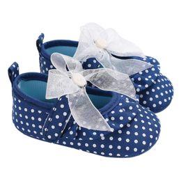 Mariposa estampados de tela online-Baby Girl Shoes Dot Print Tela de algodón Zapatos para niños Princess Butterfly-knot Antideslizante Transpirable Infantil Suela blanda