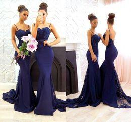 vestido de damas de honor de coral simple Rebajas Vestidos de dama de honor azul marino 2018 simples apliques de encaje de sirena Baile de fiesta de graduación sirena rebordear vestidos largos de dama de honor