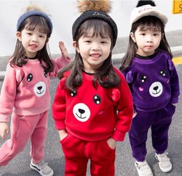 2019 девушки бежевые шорты юбка Детская одежда девочек плюс бархатный свитер костюм 2018 осенью и зимой новый маленький детский мишка теплый свитер из двух частей