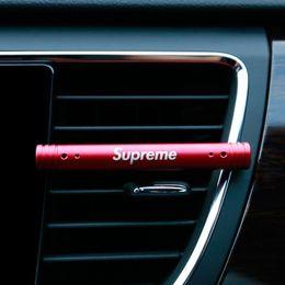 Parfum de sortie d'air pour la voiture Clips d'agent de voiture Parfum pour automobile Fournitures de voiture haut de gamme Évents de voiture Ventilateur d'air aromathérapie chaud ? partir de fabricateur