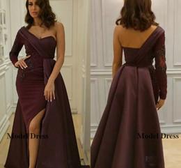 Un vestido de tren lateral online-Vestidos de noche de manga larga de un hombro de satén con tren de longitud del lado de Split Split Vestidos de noche formal de Dubai Abaya para mujer