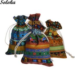 10 Teile / los Vintage Druck Ethnischen Stil Leinenbeutel Dekorative Organza Schmuck Geschenk Kordelzug Aromatherapie Taschen von Fabrikanten