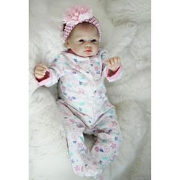 """silicone realista para bonecos de bebê Desconto Realista Recém-nascido 22 """"55 cm Handmade Lifelike Bebê Recém-nascido Boneca Reborn Vinil de Silicone Macio Cabelo Enraizado Presente para a Menina"""