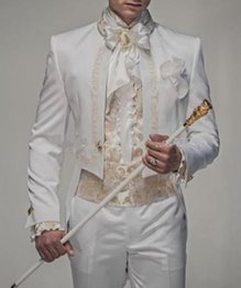 vestito blu da usura della maglia di colore Sconti Nuovo stile bianco con ricamo in oro Smoking dello sposo Groomsmen Uomo Blazer Abiti da sposa Prom Abbigliamento (giacca + pantaloni
