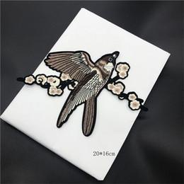 Calcomanías ramas online-Sparrow Patch Branch bordado paño pegar sueltos accesorios de decoración de la etiqueta calcomanía flor pájaro urraca diy suministros artesanía pegatina 3 5yy bb