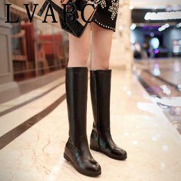 2019 botas de hebilla de cremallera Moda Botas de mujer Casual Winter warm Women Snow Boots Hebilla con cremallera Plataforma PU Hasta la rodilla Más el tamaño 34-43 botas de hebilla de cremallera baratos