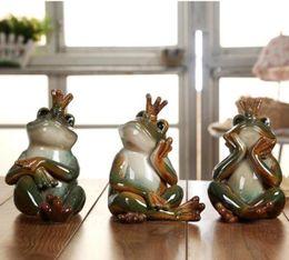 En céramique grenouille prince statue chanceux grenouille décoration de la maison artisanat chambre décoration porcelaine animal figurine ornement de jardin poupée pour les filles ? partir de fabricateur