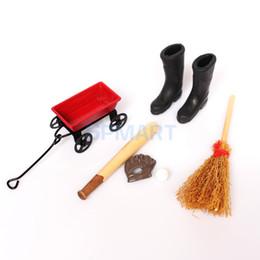 botas de beisbol Rebajas 1/12 Muebles de casa de muñecas Carro de metal Traje de béisbol Escoba de madera Botas de lluvia de goma Conjunto Hogar Porche Jardín Accs