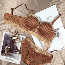 Set di mutande del reggiseno del cotone online-Wriufred modo delle donne sexy della biancheria a strisce Imposta filo del merletto di cotone Bras Panties Set spinge verso l'alto Comfort Bra Set Bow Bralette