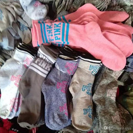 piedi in nylon a ginocchio Sconti Multicolors di buona qualità rosa ragazzi ragazze medio calzini all'aperto sport calze lunghe uomo donna adulto calzino trasporto veloce