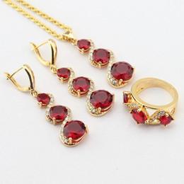 Oro bianco collana di granato ciondolo online-WPAITKYS Set di gioielli di colore oro per le donne Red creato granato bianco CZ orecchini lunghi orecchini a forma di ciondolo collana regalo gratuito