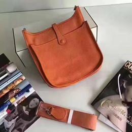 Echtes ledergeschäft online-2018 Wholesale echtes Rindleder echtes Leder Mode Umhängetasche Mini Handtaschen Polychromatische Einkaufstasche Geldbörse lässig Umhängetasche