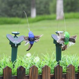 decorazioni di uccelli volanti Sconti Energia solare Ballando Farfalle volanti Luci Fluttuante Vibrazione Colibrì Uccelli Giardino Decorazione giardino Lampade Giocattolo per esterno Nuovo 9 ZZ