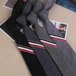hommes en smoking Promotion 2017 Nouveau Solide 5 cm Largeur Slim Cravates pour Hommes Tuxedo Unique Hommes Lin Marque Étudiant Uniforme De Mariage Fête Rayé Style UK Cravate