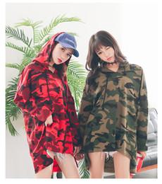 2020 più abbigliamento donne camouflage abbigliamento Maglietta oversize mimetica da donna con scollo a O manica lunga T-shirt con cappuccio taglie forti con cappuccio Ragazze Batwing Harajuku Punk Rock Top Abiti kawaii più abbigliamento donne camouflage abbigliamento economici