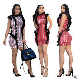 Les femmes d'été s'habillent en dentelle plissée couture jupe serrée blanc rouge col rond sans manches robe Stripe discothèque casual dames vêtements ? partir de fabricateur