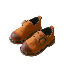 e6fd32806 Sapatas Da Menina do Menino de bebê Marrom Preto Botas De Couro Crianças  Meninas Meninos Sapatos Crianças Princesa Sapatos Primavera Outono Bebê Bota