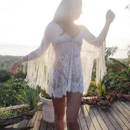 Maiô de borla branca on-line-Mulheres Tassel Praia Swimsuit Cover Up Com Decote Em V Vestido de Praia Fringe Bikini Beachwear Capa Branca Preto trajes de baño 2018
