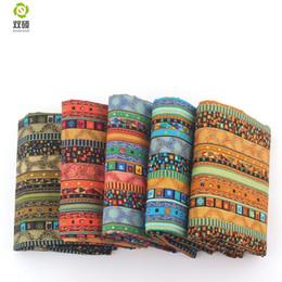 Льняная ткань для одежды онлайн-Цветочный Африканский хлопок белье старинные ткани DIY ручной работы ткани швейные лоскутное для сумки платье одежда 145 * 50 см M44