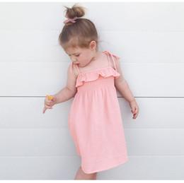 Vestido de deslizamento de ombro on-line-2018 novas crianças summer dress bebê meninas backless off shoulder suspender princesa dress crianças slip beach dress rosa e branco cores