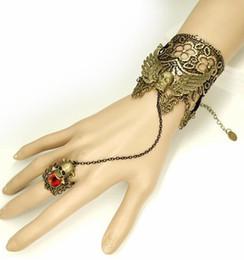 goldene armbänder hände Rabatt freies neues Weinlese Hand verzierte Schädelflügel goldenes Spitzedame Armband mit persönlichem Bandring Halloween-Art und Weise klassischer vorzügliches elegan