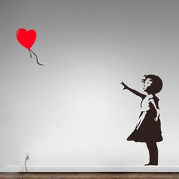 adesivi a cuore libero Sconti Banksy Vinyl Wall Sticker Home Decor Ragazza con cuore palloncino Street Graffiti Art Decal C'è sempre speranza Murale Spedizione gratuita