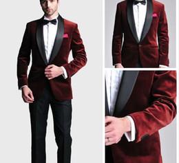 tuta scamosciata rosso scuro Sconti Smoking dello sposo alla moda Groomsmen One Button Scialle di velluto rosso scuro Risvolto Best Suit uomo Abiti da uomo da uomo (giacca + pantaloni + cravatta) 201