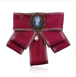 Spille cammeo online-Royal Baroque Cameo Bowknot Donna Spille Fatti a mano Nastro Bow Tie Spilla Corpetto Dress Camicie Gioielli