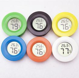 Capteurs électroniques en Ligne-Par DHL FEDEX Mini Portable Électronique Numérique LCD LCD Humidité Intérieure Thermomètre Hygromètre Testeur Mètre Capteur De Température 35 pcs