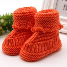 2019 neugeborene baby stiefel häkeln Strickspitze-Häkelarbeit-Schuh-Wölbungs-Handwerks-Schuh-Kleinkind-neugeborenes Baby Woolen Anti-Belegschneeschuhe thiken winddicht 40 rabatt neugeborene baby stiefel häkeln