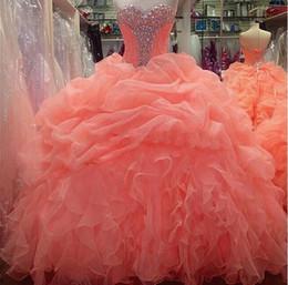 Nuevo Orange Coral Quinceanera Vestidos Sweetheart baile de graduación Formal Prom Party Ball vestido Organza acanalado dulce 16 desde fabricantes