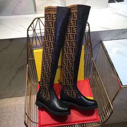 Calcetines de punto muslo online-Alta calidad 2018 moda invierno mujer calcetines de tejido elástico 24 pulgadas hasta la rodilla del muslo botas altas letra F botas transpirables elásticas caja original