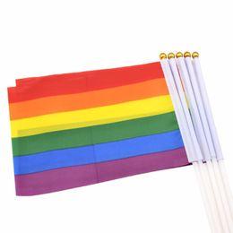 Banderas deportivas online-14 * 21 cm Bandera de Orgullo Gay Lesbianas LGBT Banderas con Agujas de Arco Iris de Colores Con Bandas De Plástico Para Desfile Deportivo Decoración Venta Caliente 0 45sw AA