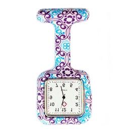 Taschenkrankenschwester uhrclip online-TOP Clip-on Fob Brosche hängende Krankenschwester Watch Square Bunte Drucke Silikon Krankenschwester Uhr Pocket Uhren Doktor Fob Quarzuhr Stundenuhr