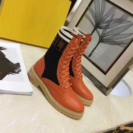 Laços de sapato grosso on-line-2018 Marca de Moda de Luxo Designer de Calçados Femininos Botas Meados Superstar Novo 2018 Retros Grosso Botas de Salto de Luxo Das Mulheres Sapatos de Alta Qualidade botas