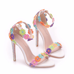 Zapatos de tacón alto con flores online-New summer AB crystal open toe shoes for women super high heels fashion multi flowers stiletto heel wedding shoes ankle strip Bridal sandals
