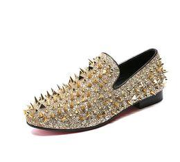 Zapatos bling de la boda del oro online-2018 nuevo estilo de moda de oro mocasines con punta de los hombres punta redonda Bling lentejuelas partido zapatos de boda hombre resbalón en remaches hombres zapato G195