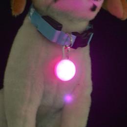 Luci di sicurezza led lampeggianti online-2018 Nuovo collare di arrivo LED bagliore notturno Flash di sicurezza notturno Pet light led Fornitura di avvertimenti di sicurezza Tasto di accensione a pulsante ciondolo tondo