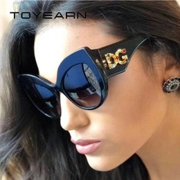 3a0cc38147b TOYEARN 2018 New Fashion Brand Design Ladies Oversized Cat Eye Sunglasses  Women Diamond DG Frame Sun Glasses For Female UV400